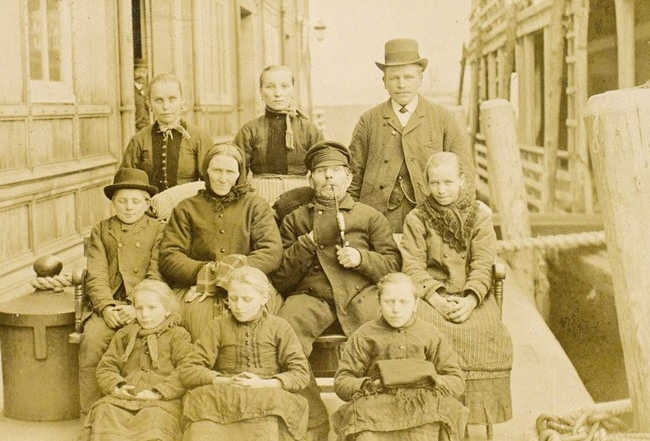 Family arrives at Ellis Island 1890